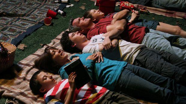 Die Sommerferien sind für Familie Heck, Brick (Atticus Shaffer, l.), Frankie...