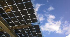 Solaranlage an einem Hausdach montiert