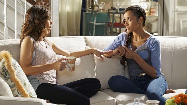Während Marisol (Ana Ortiz, l.) erkennen muss, wie es wirklich um sie und Jes...