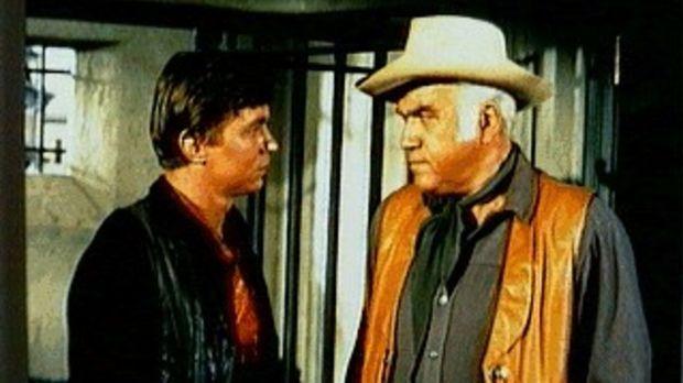 Colter Preston (Randy Boone, l.) kehrt nach 15 Jahren nach Virginia City zurü...