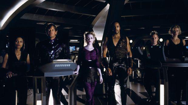 Machtkämpfe bringen die Crew der Andromeda in Gefahr: Rommie (Lexa Doig, l.),...