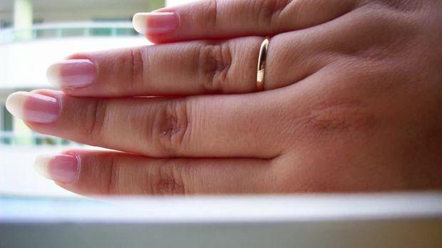 test das verr t dein ringfinger ber deine pers nlichkeit. Black Bedroom Furniture Sets. Home Design Ideas