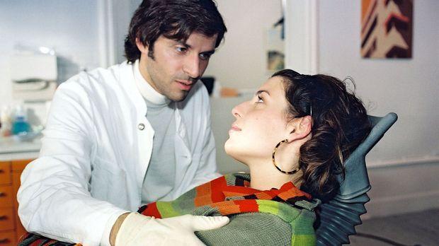 Annabelle (Elena Uhlig, r.) lässt nichts unversucht, ihrem Traummann (Pasqual...