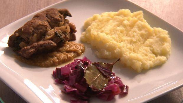 Rinderroulade mit Rotkohl und Kartoffelpürree
