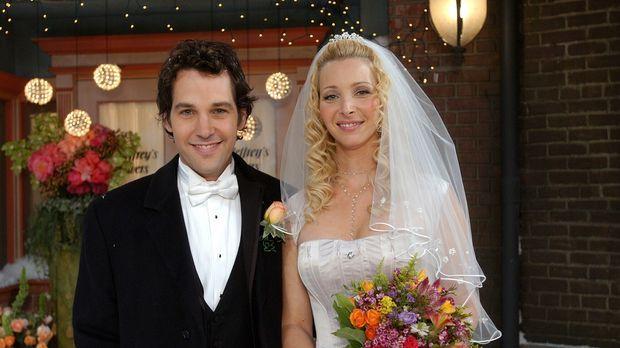 Endlich ist es soweit, Phoebe (Lisa Kudrow, r.) und Mike (Paul Rudd, l.) gebe...