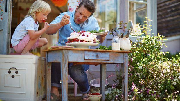 Mit der Hilfe seines kleinen Sohnes Buddy (l.) verwandelt Jamie Oliver (r.) e...