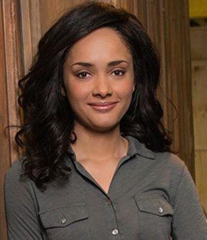 Karla Crome spielt Rebecca Pine (2)