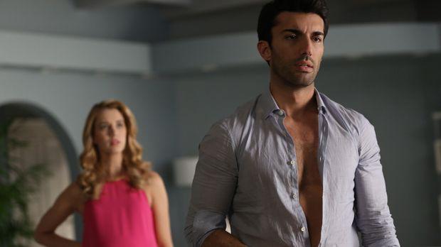 Während Rogelio einen neuen Assistenten hat, gewöhnt sich Rafael (Justin Bald...
