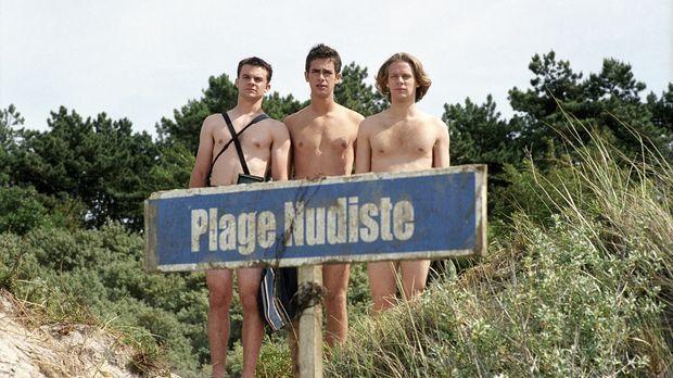 Landen während ihres Eurotrips ungewollt an einem FKK-Strand: (v.l.n.r.) Jami...