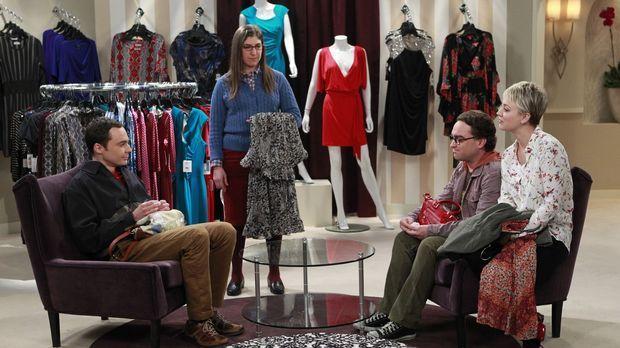 Leonard (Johnny Galecki, 2.v.r.) und Sheldon (Jim Parsons, l.) gehen mit Penn...