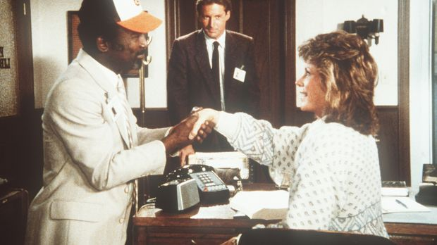 Shamba (Garrett Morris, l.), Polizeichef des Landes Estoccia, soll Lee (Bruce...