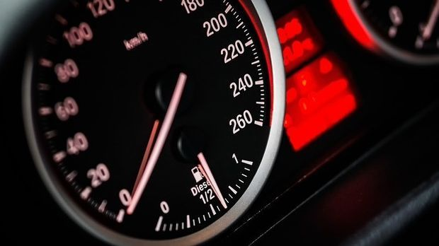 Geschwindigkeitsanzeige-Fahrzeug
