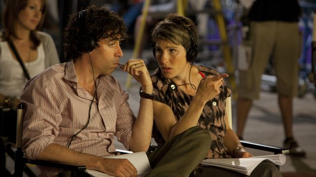 Die Dreharbeiten zur Pilotfolge schreiten langsam voran, als Beverly (Tamsin...