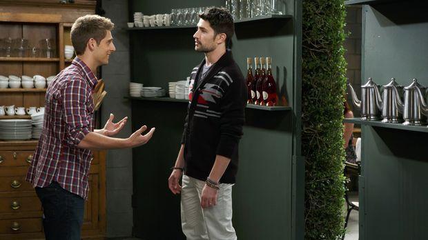 Ben (Jean-Luc Bilodeau, l.) findet heraus, dass Rileys neue Flamme Fitch (Mat...