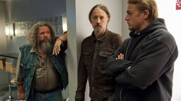 Bobby (Mark Boone Junior, l.), Chibs (Tommy Flanagan, M.) und Jax (Charlie Hu...