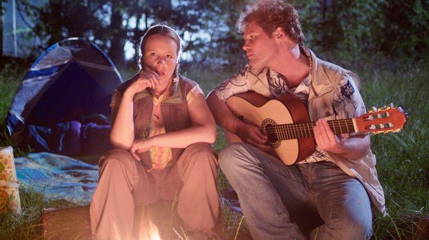 Das romantische Highlight des gemeinsamen Camping-Urlaubs: Ein Abend vor dem...