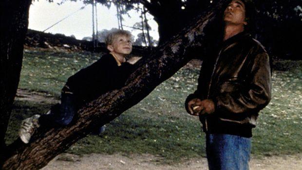 Stevie (Garette Patrick Ratliff, l.) erzählt Jonathan (Michael Landon, r.) vo...