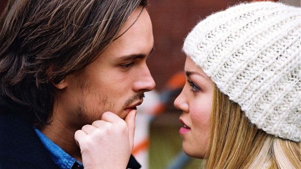 Jessica (Erika Christensen, r.) kann und will mit Alan (Jonathan Jackson, l.)...