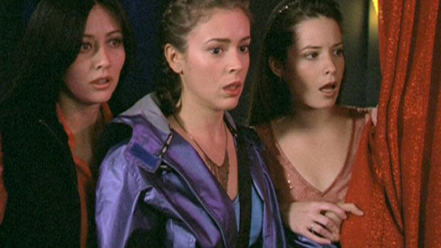 (v.l.n.r.) Prue (Shannen Doherty), Phoebe (Alyssa Milano) und Piper (Holly Ma...