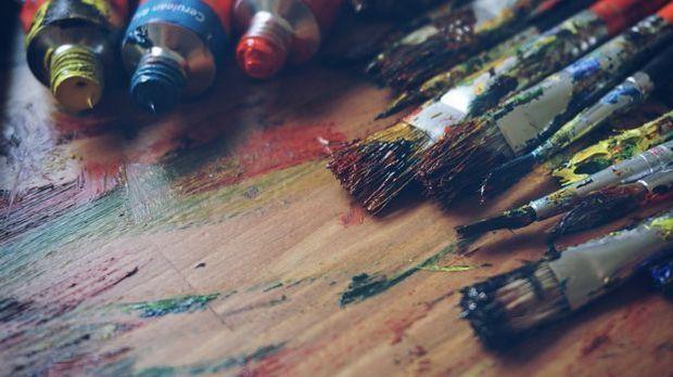 Sein Vater schenkt dem kleinen Picasso seinen Farbkasten – der erste Schritt...
