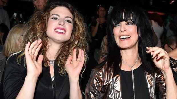 """Larissa Kerner und Mama Nena sorgen 2017 für geballte Frauenpower be """"Th..."""
