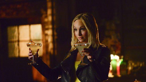 Ohne Gefühle ist Caroline (Candace Accola) unberechenbar und zieht schließlic...