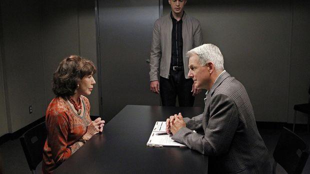 Navy CIS - Das Team um Gibbs (Mark Harmon, r.) muss den Mord an einem Offizie...