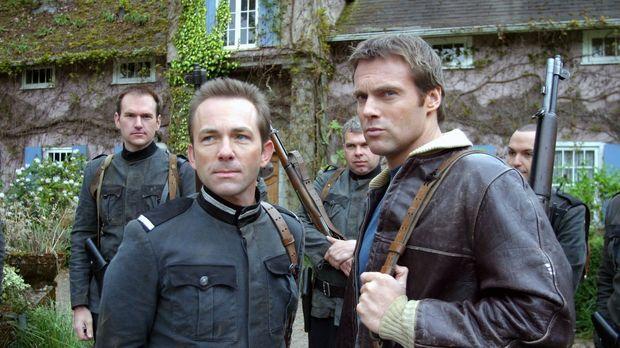 Daniel (Michael Shanks, r.) wird auf einem fremden Planeten von Jared Kane (M...