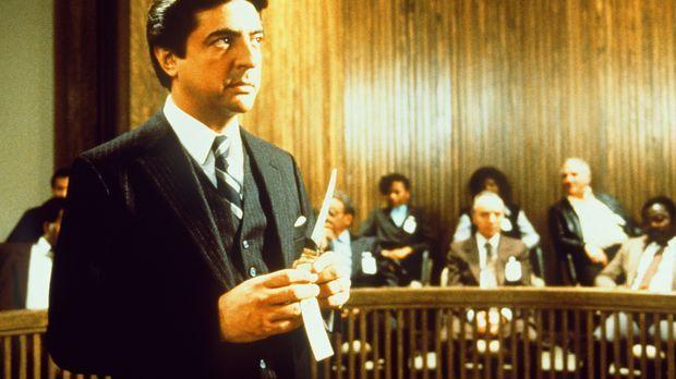 Der Rechtsanwalt Charlie Stella (Joe Mantegna) führt dem Richter erdrückendes...