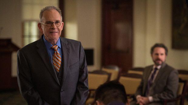 Der legendäre Anwalt Spencer Randolph (Ron Rifkin) soll Alicia vertreten, als...