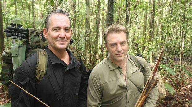 Undercover-Reporter Donal MacIntyre (r.) verbringt mit Chris Ryan (l.) die er...
