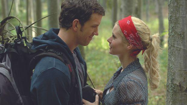 Mike (Josh Randall, l.) und Sheryl (Brianna Brown, r.) wollen ein Wanderwoche...