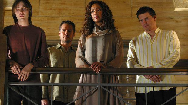 Connor (Vincent Kartheiser, l.), Wesley (Alexis Denisof, 2.v.l.) und Angel (D...