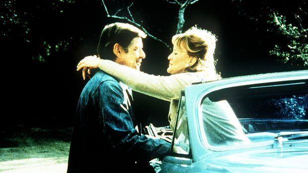 Callie May Jordan (Dorothy Tristan, r.) hat ihre alten Gefühle für John Walto...
