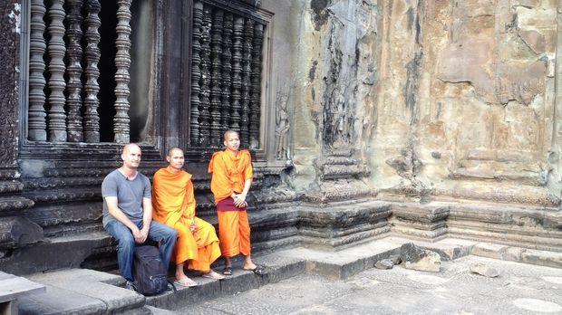 In Kambodscha erfüllt sich Leon (l.) mit dem Besuch des antiken Tempels Angko...