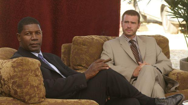 Jonas (Dennis Haysbert, l.) und Bob (Scott Foley, r.) Ziel ist es, einen gefä...