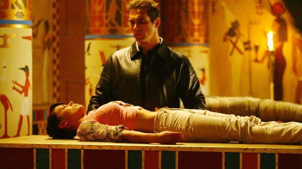 Für die Seele seiner Geliebten, hat Jeric (Adrian Paul, oben) den Körper von...