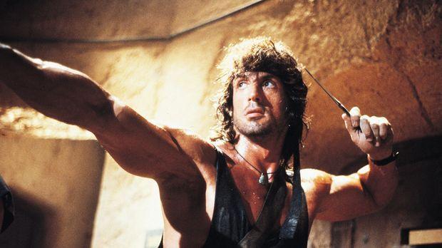 Mutig schlägt sich Rambo (Sylvester Stallone) in der Schlacht gegen russische...
