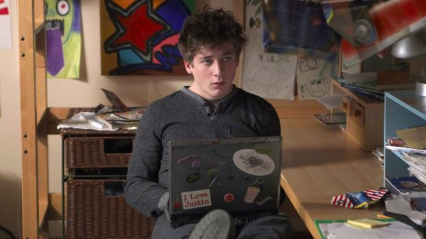 Ian ist nicht Franks leiblicher Sohn, daher sieht Lip (Jeremy Allen White) so...