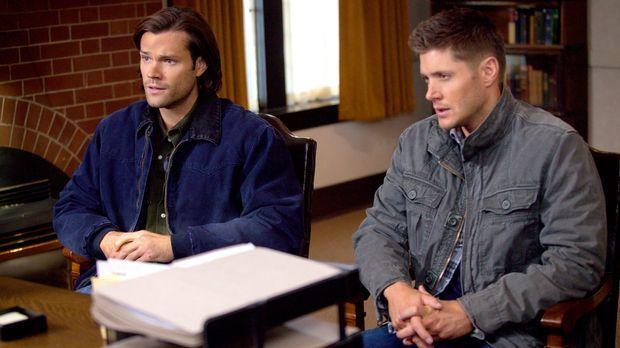 Als die Kirchenaufseherin Sam (Jared Padalecki, l.) und Dean (Jensen Ackles,...