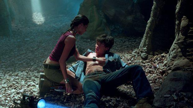 Nachdem Indianerin Kyla (Tamara Feldman, l.) Clarks (Tom Welling, r.) Fähigke...
