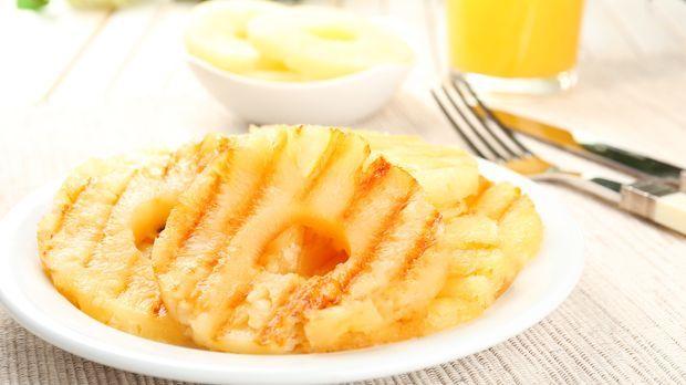 ananas grillen rezept f r ein fruchtiges dessert. Black Bedroom Furniture Sets. Home Design Ideas