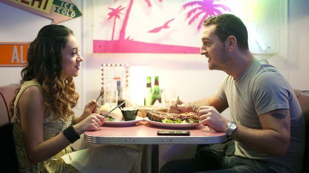 Nachdem David (Will Mellor, r.) herausfindet, dass Ellie (Montanna Thompson,...