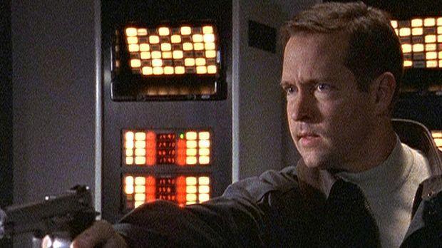 Scott Bowman (D. B. Sweeney) ist in den Stützpunkt der US-Army eingedrungen,...