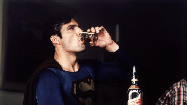 Durch einen Klumpen synthetischen Kryptonits hat sich der Charakter von Super...