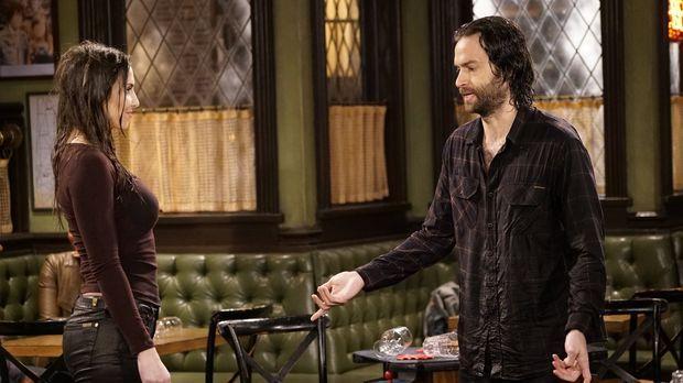 Danny (Chris D'Elia, r.) ist am Boden zerstört, weil ihm Charlotte (Whitney C...