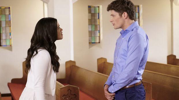 Die Hochzeit von Jane (Gina Rodriguez, l.) und Michael (Brett Dier, r.) steht...