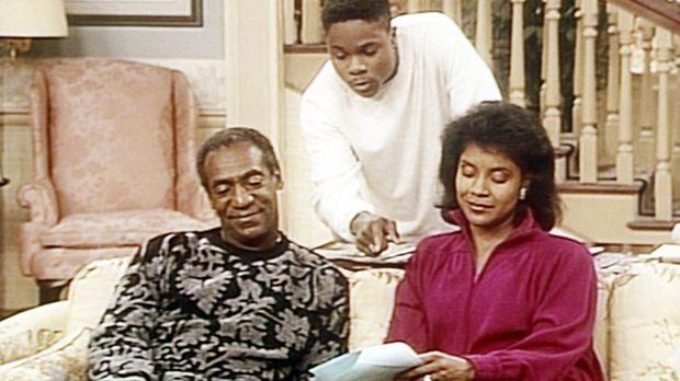 Verzweifelt versucht Theo (Malcolm-Jamal Warner, M.), Cliff (Bill Cosby, l.)...