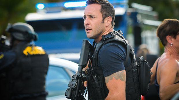 Als ein Tourist angeschossen und dessen Koffer geklaut wird, müssen Steve (Al...
