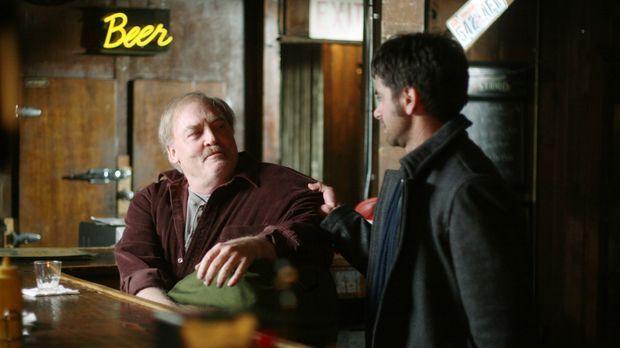 Tony (John Stamos, r.) hat damit zu kämpfen, seinen Vater (Stacy Keach, l.) n...